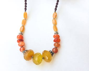 Citrine and Carnelian ethnic necklace, Yellow and orange tones, Macrame necklace, natural stones, spiritual, Adjustable necklace, Shiny