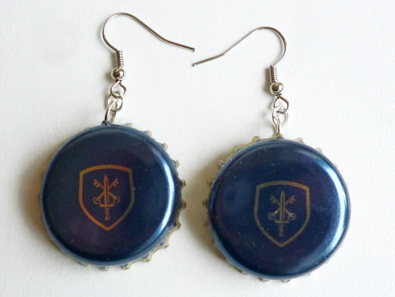 Earrings capsules Blue shield image 0