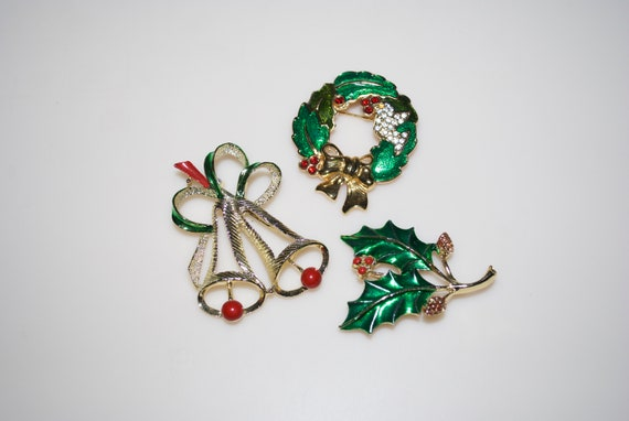 Christmas Brooches And Pins.Christmas Brooch Brooches Pins Lot Gerry Monet Bells Wreath Holly