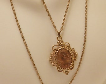 Vintage Gold Tone Cameo Glass Pendant Necklace