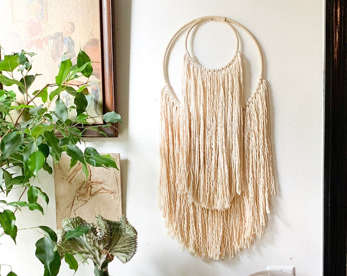Crescent Moon Minimal Macrame Wall Hanging / 4 Sizes , 14 Colors Made to Order / Boho Moon Nursery Decor / Large or Small Celestial Wall Art