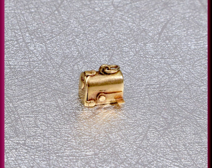 14k Yellow Gold Movable Mailbox Charm
