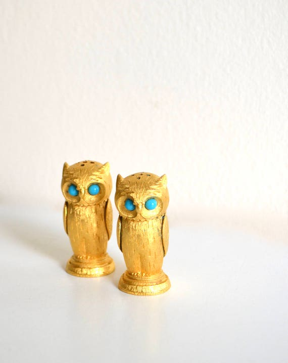 Vintage Gold Tone Owl Salt & Pepper Shakers by Florenza Jewelry