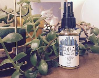 Vert >> Eau de Parfum Spray 1 oz >> Botanical Fragrance >> Vetiver. Petitgrain. Sandalwood. Lime.