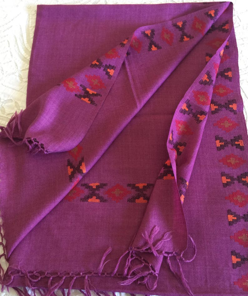 Handwoven pure sheep wool scarf stole shawl wrap woven with 280 ct thread  in mauve purple  Bordered with kinuari patterned weave