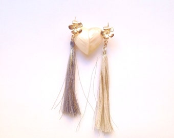 Long tassel earrings and gold lurex with blocking scew in flower