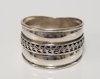 Size 7.75 or 8 Estate Sterling Silver 925 Wedding Band Stack Ring Thumb R26