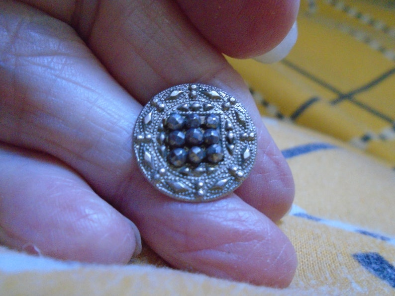 1 WHITE metal button with a square centre of cut steels nice border of cut steels  1800s  period  1116   or 17 mm   dia ref 7786