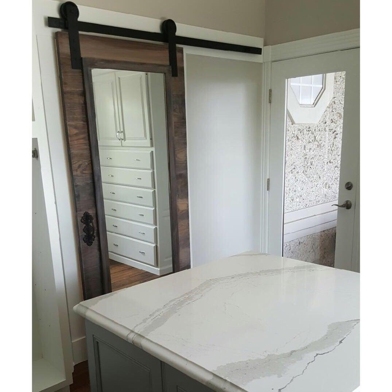 Tabla horizontal con marco espejo diseño corredera puerta de