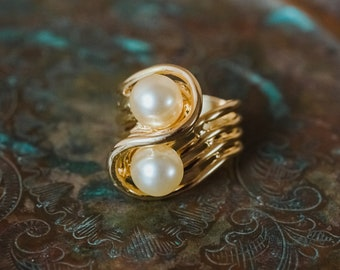 Vintage 1970's Cream Glass Pearl Ring 18k Yellow Gold Electroplated Made in USA R3033