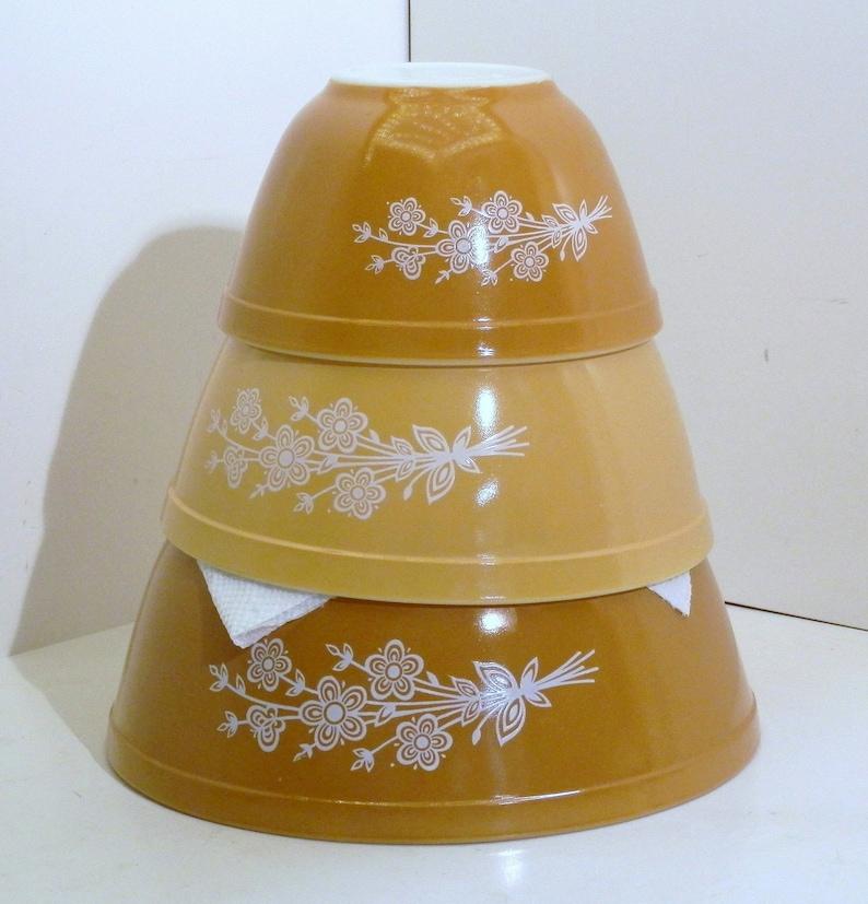 Pyrex Three bowl nesting set 2 Dark Orange 1 Light Orange with the Butterfly Gold 2 pattern