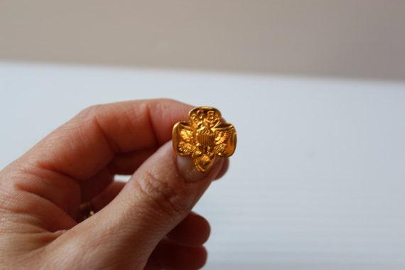 GIRL SCOUT PIN, vintage gold tone pin, vintage col