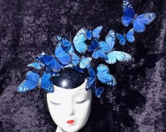 """Die """"Issie"""" verstellbar blau Monarch Feder Schmetterling Fascinator Haarreif Hut Hatinator Kostüm Kopfschmuck Braut Hochzeit etwas blau"""