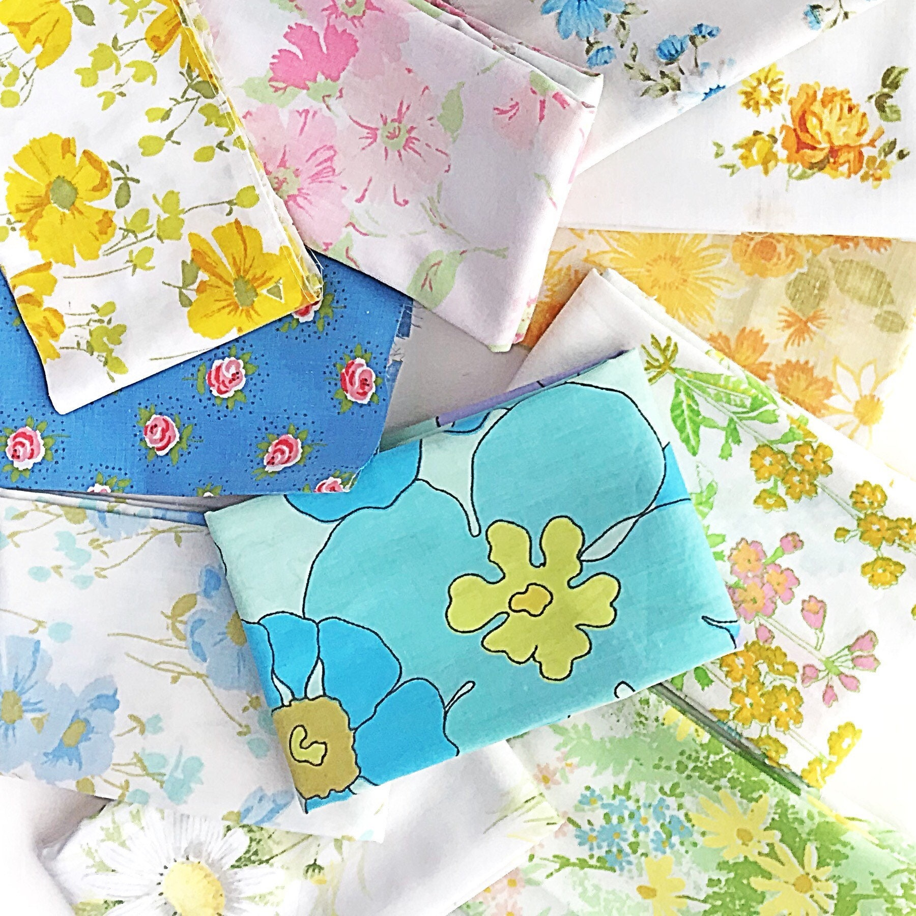 Vintage Bedsheet: Bundle Of 16 Clean U0026 Bright Vintage Bed Sheet Fabric  Cuts, Most Are 1/8 Yard Or Bigger; All Floral Bedsheets Prints!