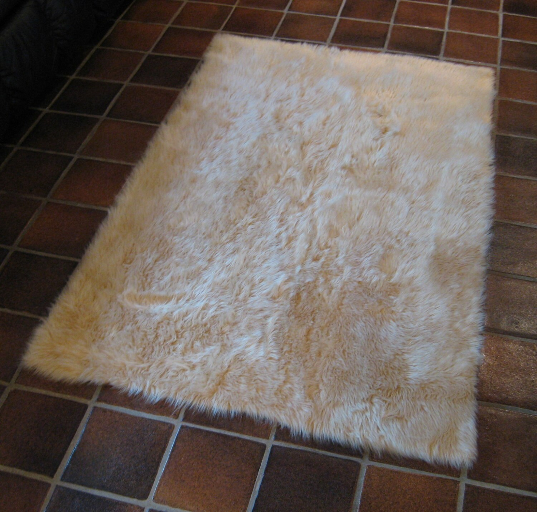 SQUARE 6' X 6' Beige Faux Fur Rug Non-slip Washable Great