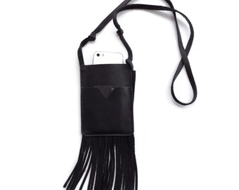 Crossbody phone bag in black