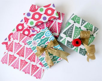 Classic Christmas Gift Wrapping Set // Eco-Friendly Reversible Wrapping Paper and Ribbon