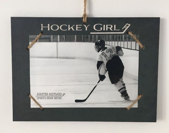 Hockey Girl     Photo/Sign