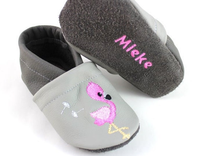 Crawling shoes with name and flamingo