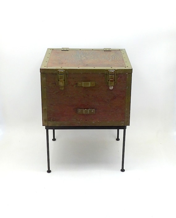 Wondrous 1940S Wwii End Table Coffee Table Trunk Military Army Footlocker Entryway Shoe Cabinet Storage Case Rustic Man Cave Travel Foot Locker Bench Inzonedesignstudio Interior Chair Design Inzonedesignstudiocom