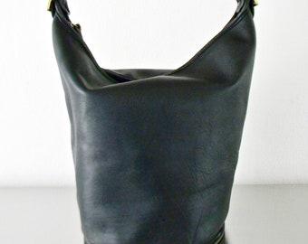 6de8b8d82a Vintage Coach Black Leather Duffle Sac