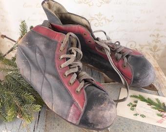 old skates, men's skates, brocante, antiques,sport