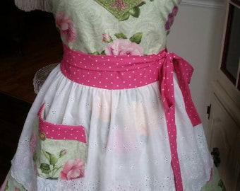 "Rose Garden ""Queen of the Home"" Apron! Feminine and Beautiful!"