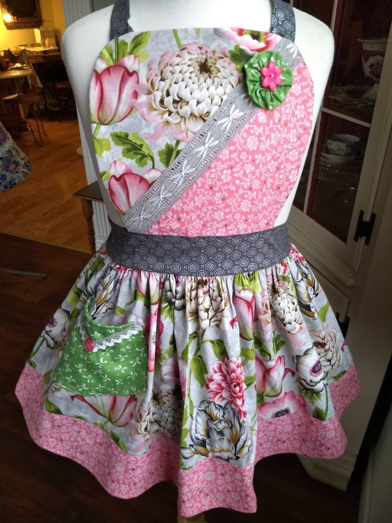 Young Lady Finer Femininity Apron Graceful and Sweet image 0
