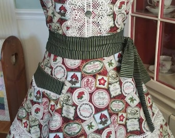 Vintage Christmas Apron! Feminine and Beautiful!