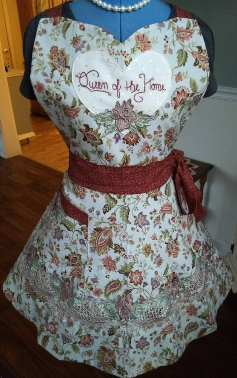 Queen of the Home Apron Feminine and Beautiful image 0
