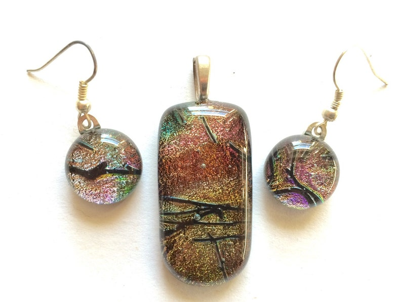 SHIMMERING multi-colored reflections Beautiful Golden Black 12mm Dichroic Glass Dangle Earrings /& matching Pendant set Pink Amber Green