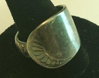 Vintage SPOON Ring. sz 8