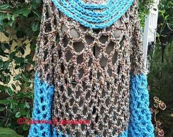 Poncho with 2 Colors and Large Sleeves
