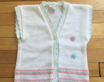 Vintage 1970s Girls White Pink Knit Embroidered Vest! Size 3-4