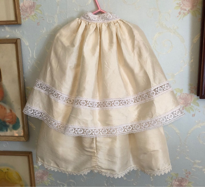 Size 12 months Vintage 1980s Baby Infant Girls Silk Lace Christening Baptism Gown Dress Cape Bonnet Hat Set Outfit