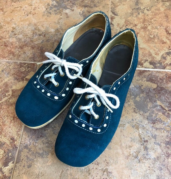 Vintage 1970s 70s Women/'s Blue White Polka Dot Suede Tie Up Shoes!
