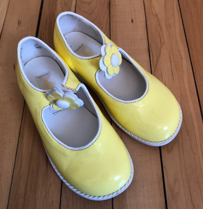 46214e7f7bf00 Vintage 1990s Girls Yellow White Floral Mary Janes Jane Dress Shoes! Size 10