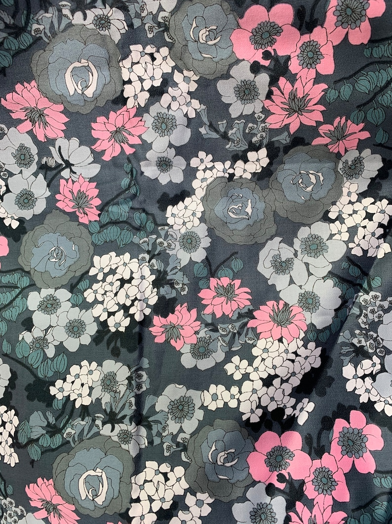 Fabulous Vintage Cotton Floral Design Top Quality And Lots To Work With