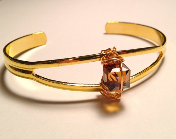 SJC10008 - Brass bracelet with wrapped Swarovski golden square crystal