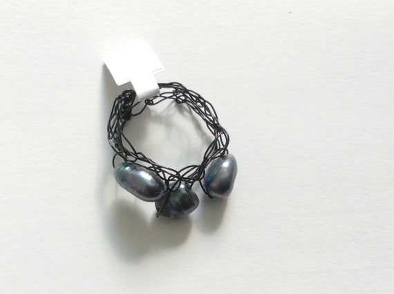 SJC10368 - Handmade black wire crochet ring with gray fresh water pearls