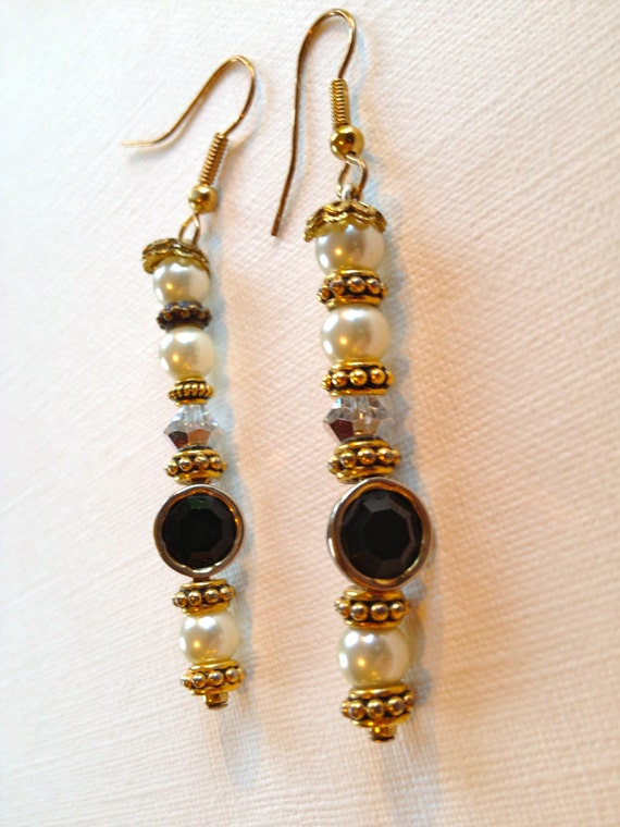 SJC10237 - Pearl, golden, shimmering and metal circled black beaded earrings