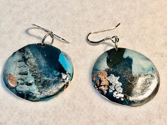 SJC10377- Earrings - multi color blue white contemporary handmade polymer clay - silver plated round wavy support - sterling silver ear wire