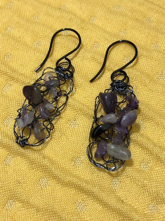 SJC10307 - Handmade black wire crochet earrings with purple amethyst gemstone chips