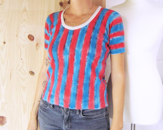 "Ribbed cotton off-white jersey t-shirt painted in red and blue stripes, ""Joni"", size S"