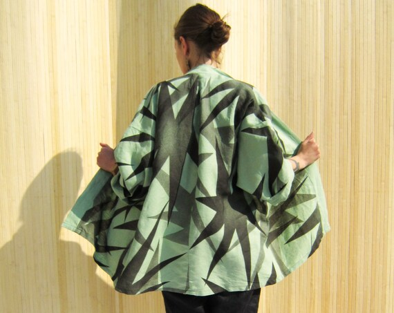 """Linen kimono in green painted with abstract black floral in gradient """"Star"""", size XL"""