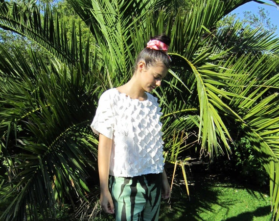 """White Linen t-shirt """"Egun"""" embroidered with triangle linen pieces, size M"""