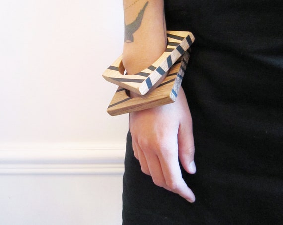 Square wood bangle with black geometrical print, medium size