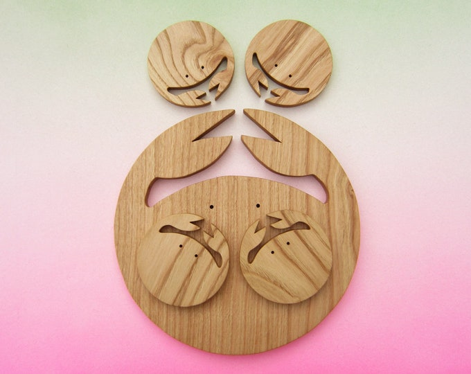 Crab family for your table in chestnut wood