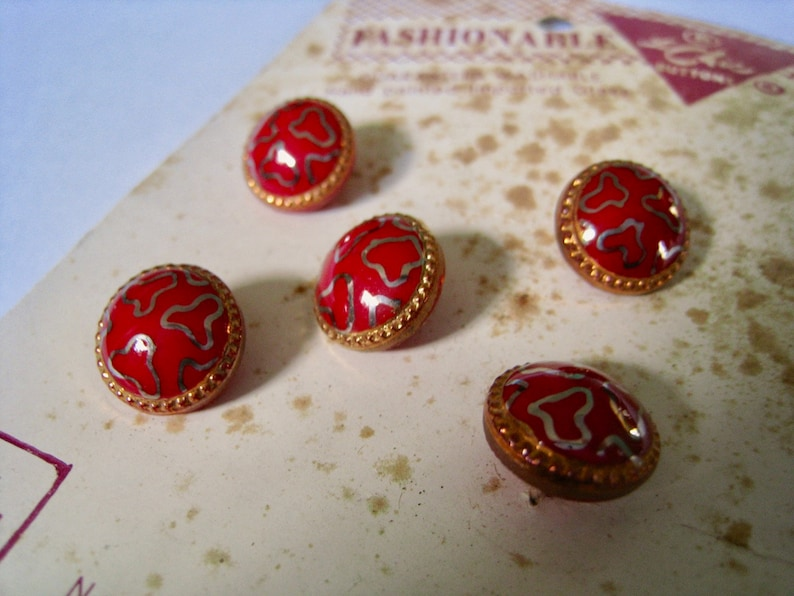 Size 18 5 buttons on card 12 inch vintage button set 1940s German glass buttons LeChic red glass with handpainted gold squiggles