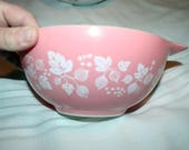 1 Four Quart Pyrex Pink White Gooseberry 4 Quart Cinderella Bowl